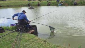 Grant Albutt catching a carp on Bank pool , in the far ground you can see me third angler from the left it also shows how tight the pegs are